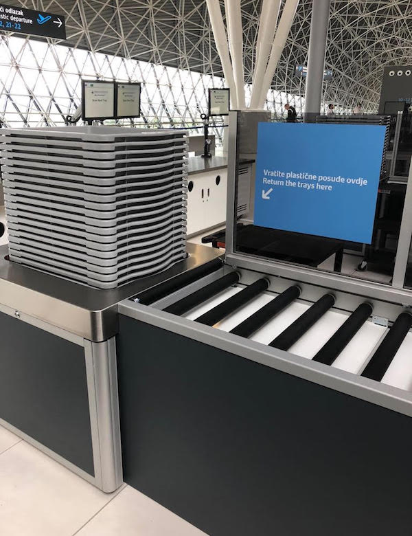 Securitas Aviation - luggage bild with trays at an airport